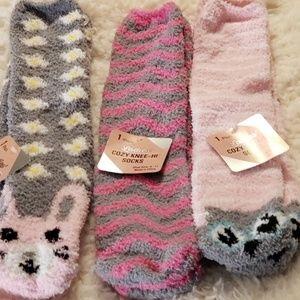 Women knee hi socks